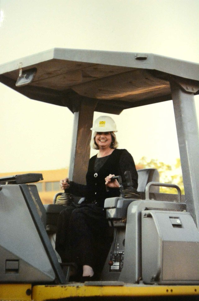 HSUN-280-FEAT-Linda-Andrews-construction-1.jpg