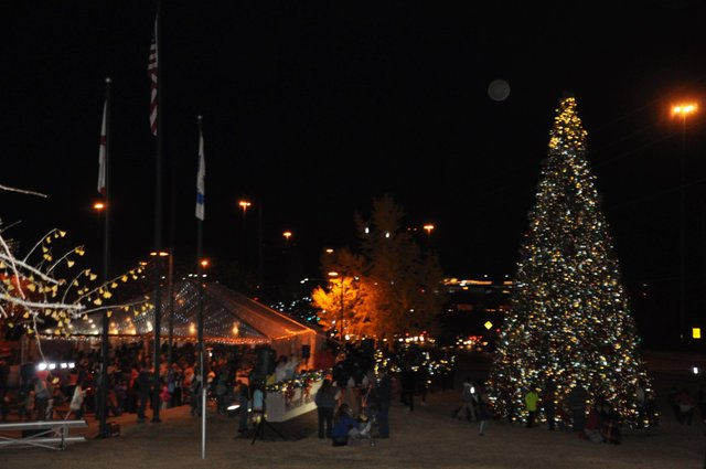 Hoover Christmas tree lighting 2016-60