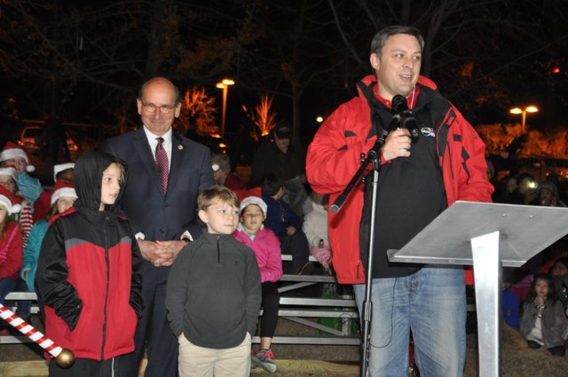 Hoover Christmas tree lighting 2016-8