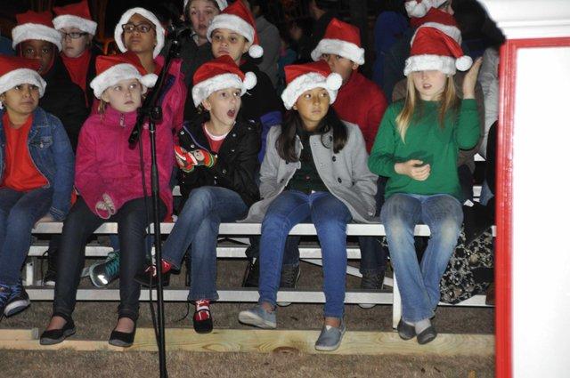 Hoover Christmas tree lighting 2016-9