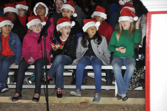 Hoover Christmas tree lighting 2016-9