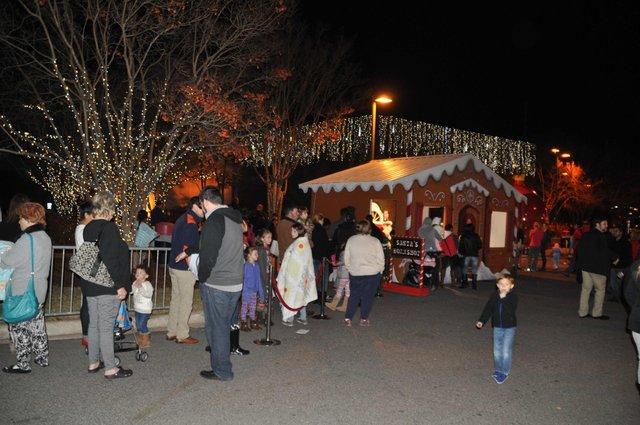 Hoover Christmas tree lighting 2016-56