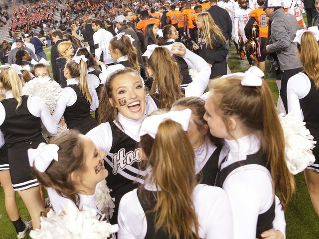 Hoover HIgh cheerleaders 2016 title game