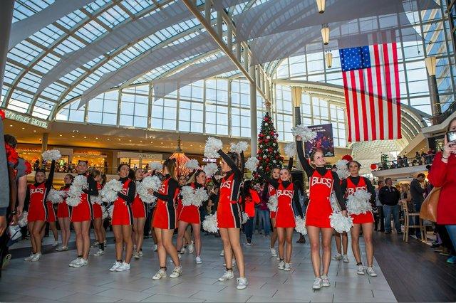 Bucs Galleria 12-11-16 (15)