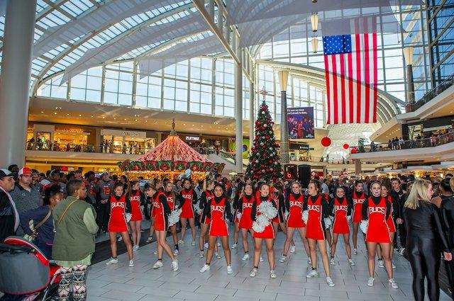 Bucs Galleria 12-11-16 (17)