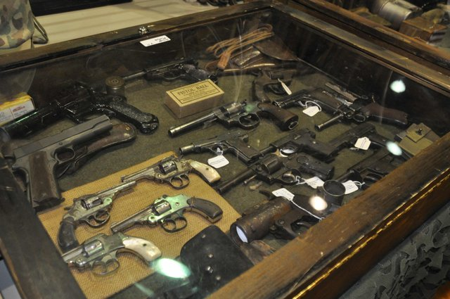 Military collectibles at Simmons 1-17-17 (4)