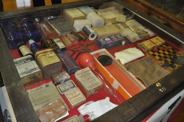 Military collectibles at Simmons 1-17-17 (6)