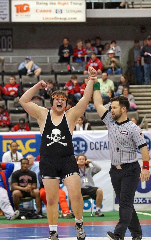 SUN-SPORTS-Hoover-wrestling_DannyJoiner_AustinCarter.jpg