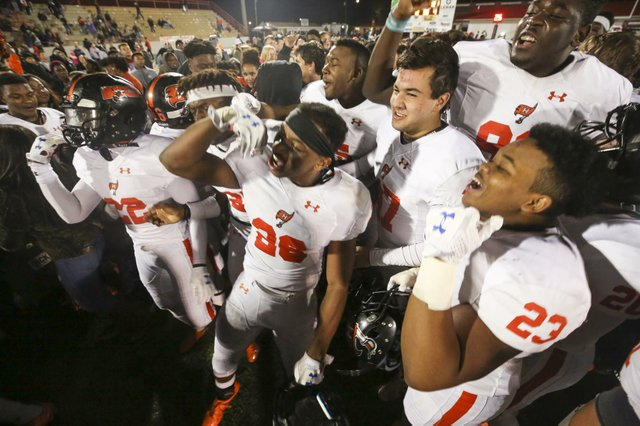 Hoover AT Thompson Football Round 4 Playoffs