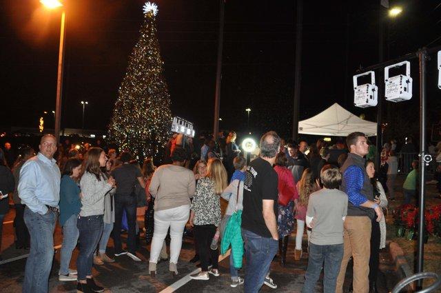 Hoover Christmas tree lighting 2017-24