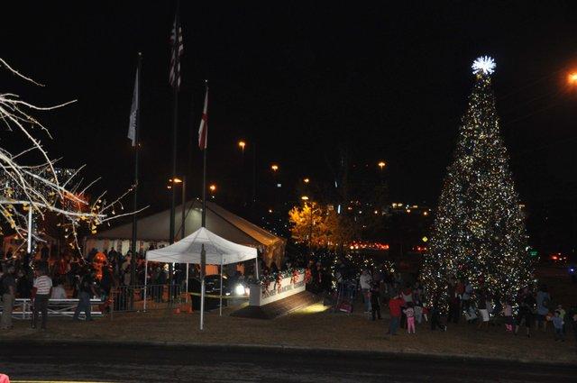 Hoover Christmas tree lighting 2017-43