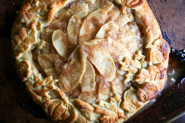 280-HV-VV-VL-COMM-What's-Cooking-Homemade-Pie-Crust-1.jpg
