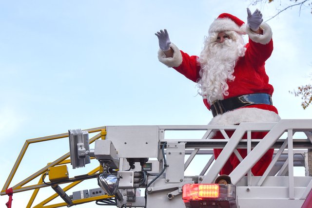 SUN-PHOTO-Fire-Dept-Santa-Run.jpg