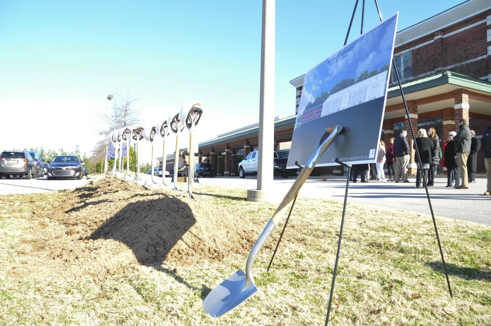 191218_Berry_Middle_groundbreaking1