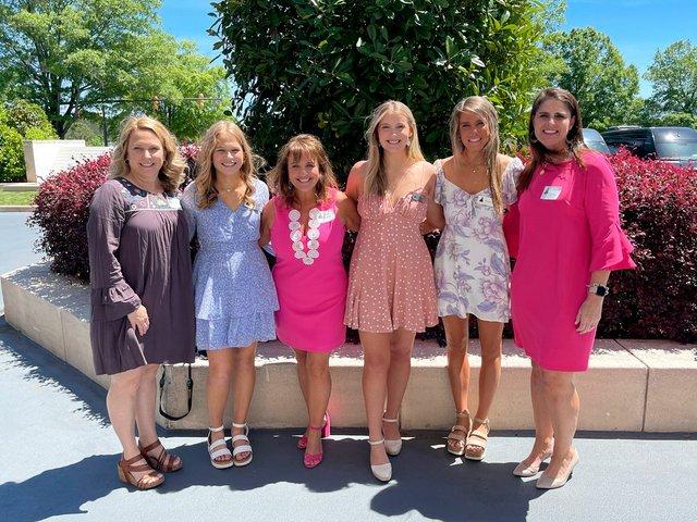 SUN-COMM-Hoover-Belles-seniors-2021-lunch-1.jpg