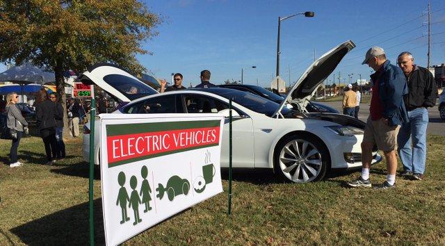Electric vehicle display 11-21-15