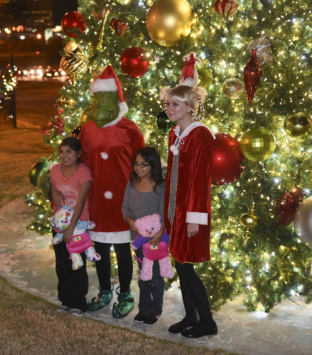 (Video) Hoover lights official city Christmas tree and welcomes Santa Claus - HooverSun.com