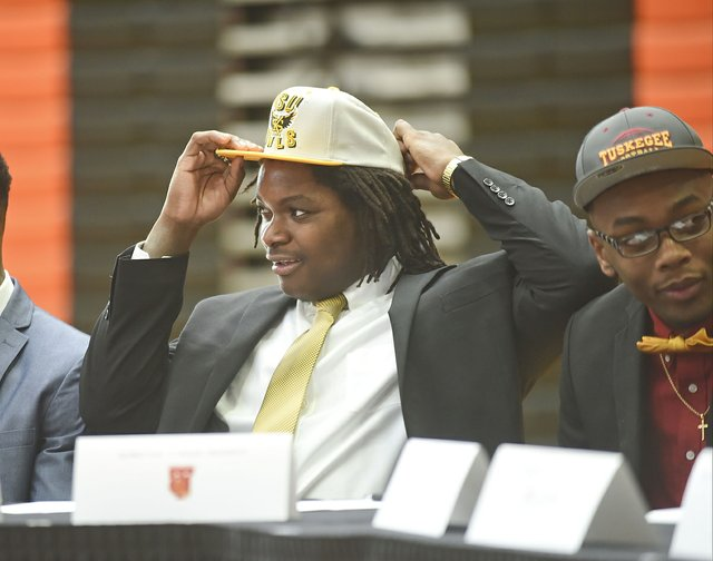 2016 Hoover Signing Day32.JPG