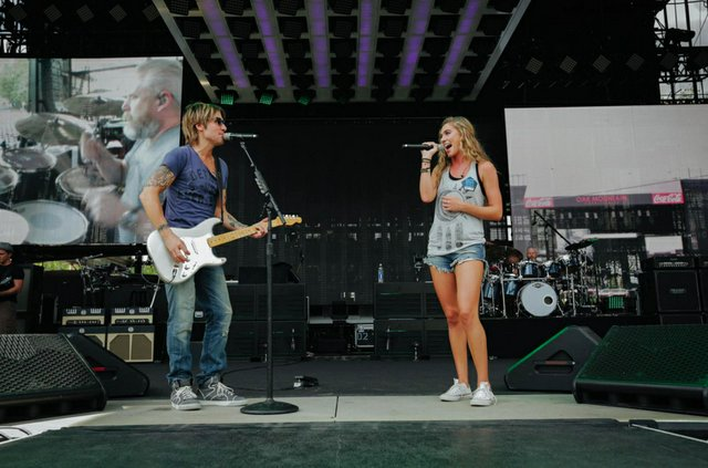 Bailey Ingle and Keith Urban sound check