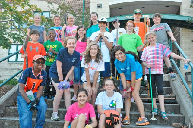 Simmons Student Advisory Council Clean Up Day